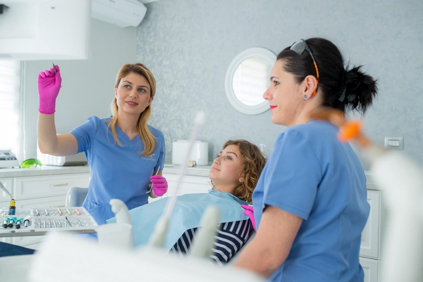 Implanturi dentare Târgoviște