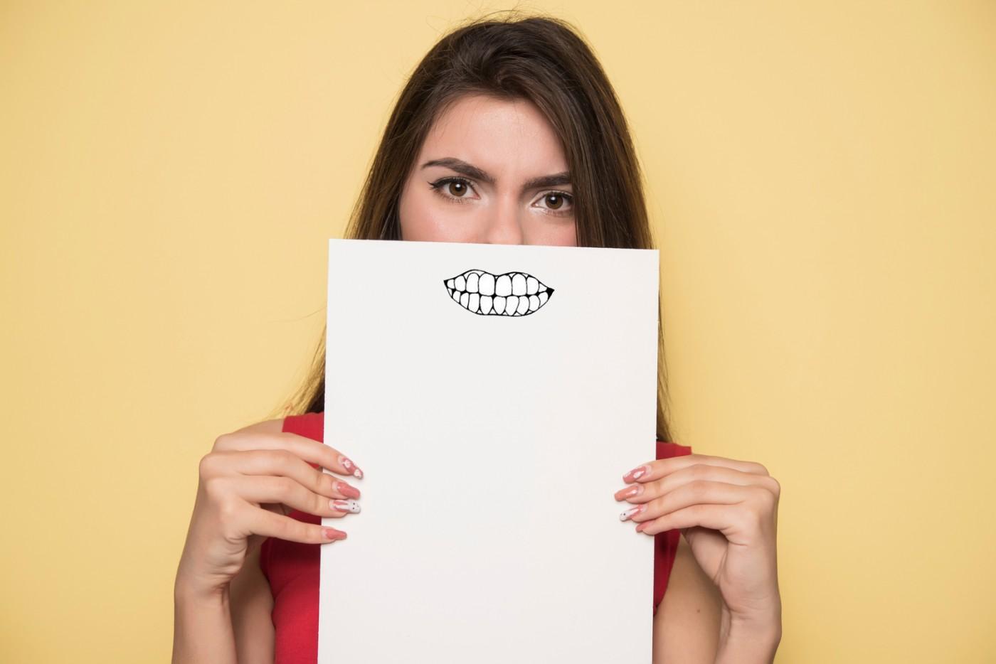 Cum se îngălbenesc dinții