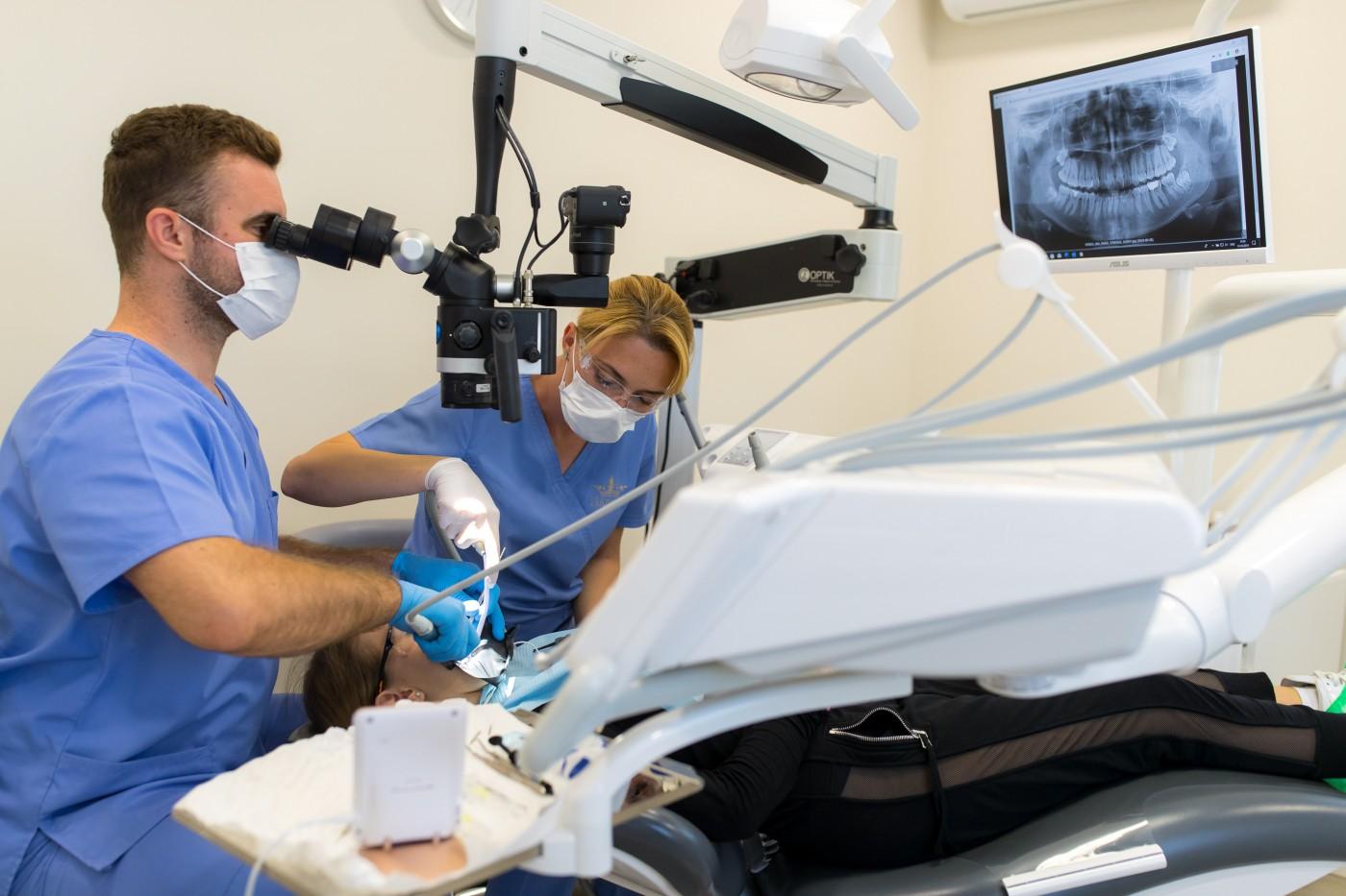 tratament endodontic microscop