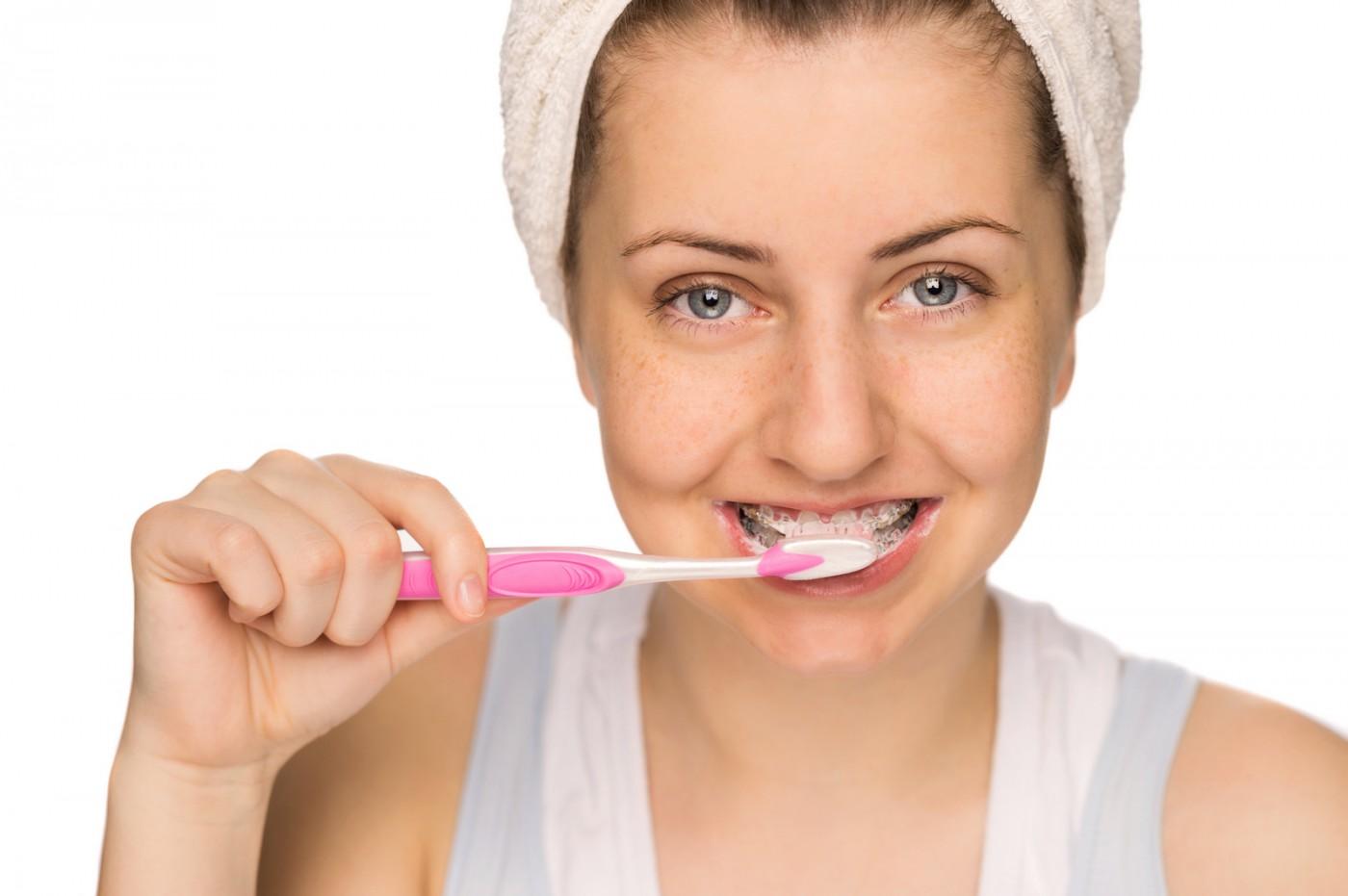 Aparatele dentare ceramice sunt greu de întreținut?